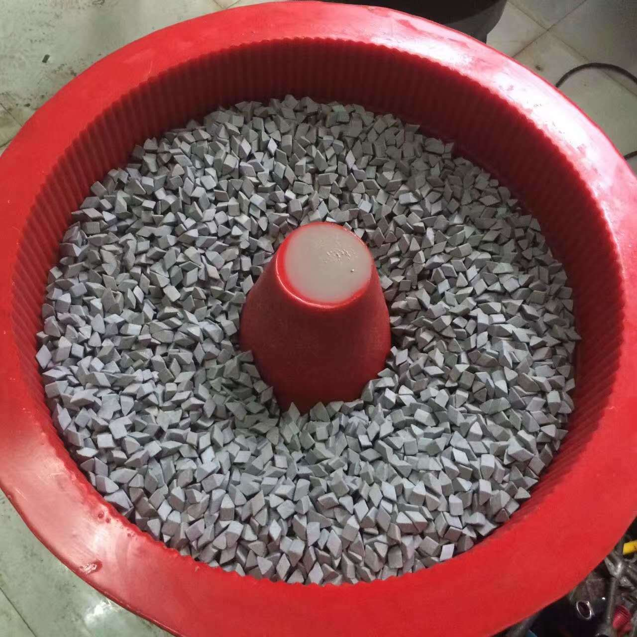 Vibratory-Finishing-System-for-Deburring-Washing-Rust-Prevention